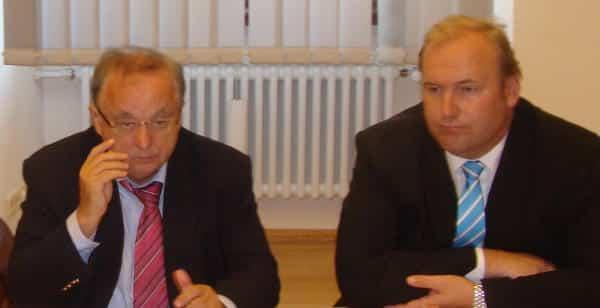 Dagegen, dafür und jeder auf der Seite der Kinder: Die Fraktionschefs Norbert Hartl (SPD) und Christian Schlegl (CSU). Foto: Archiv