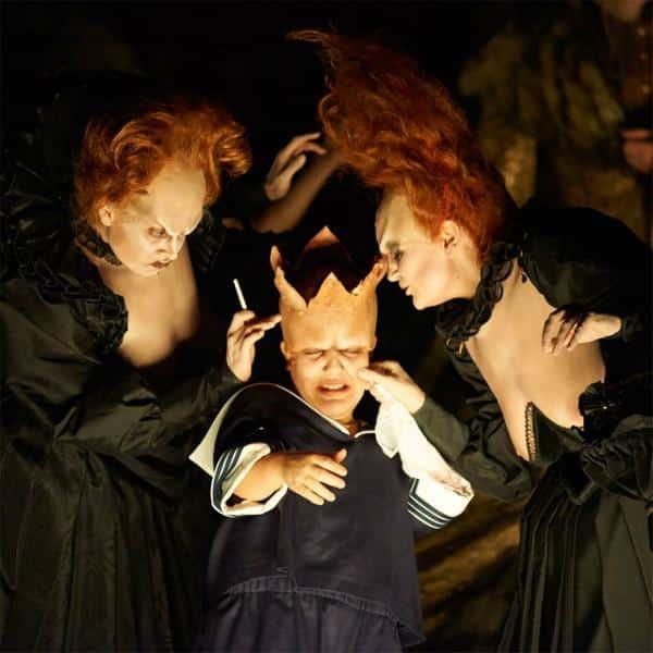 Der kleine Oberon und seine Tanten (v.l. Vera Semieniuk, Valérie Junker und Theodora Varga). Fotos: Martin Sigmund