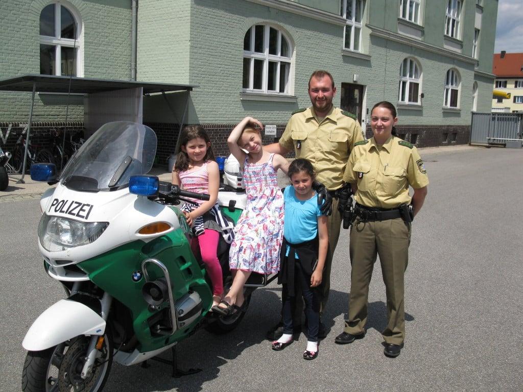Erinnerungsfoto mit (v.l.n.r): Gresa und Vanessa Isufi, Melanie Underberg, Ferdinand Prösl, Nicole Zeitler