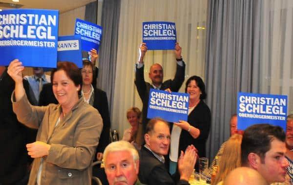 Eitel Sonnenschein: Die CSU darf endlich ihre Schlegl-Plakate auspacken. Fotos: Günther Staudinger