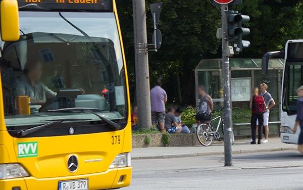 Der Stadt ein Dorn im Auge: Süchtige im Bahnhofsbereich.