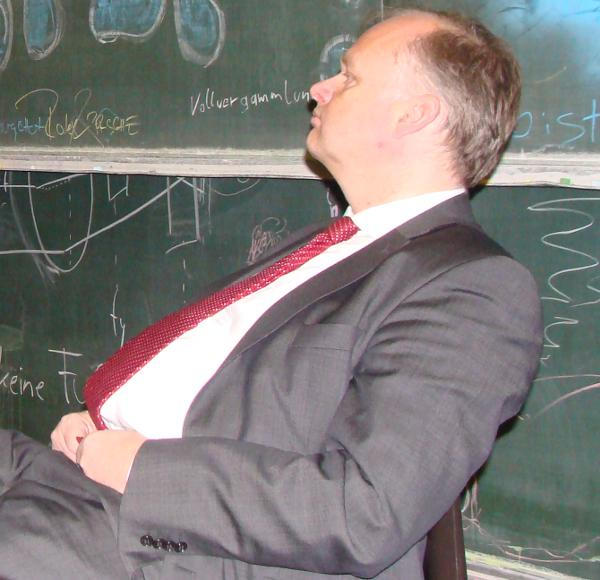 Für Kanzler Blomeyer bedeutet die Erklärung das Eingeständnis eines Fehlers. Foto: Archiv