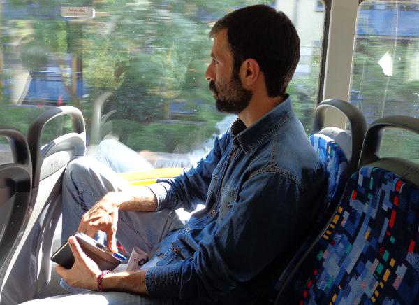 Protestiert seit fast zwei Jahren und reist dafür auch mal quer durch die Republik: Der Iraner Mohammad Kalali. Foto: Archiv/as