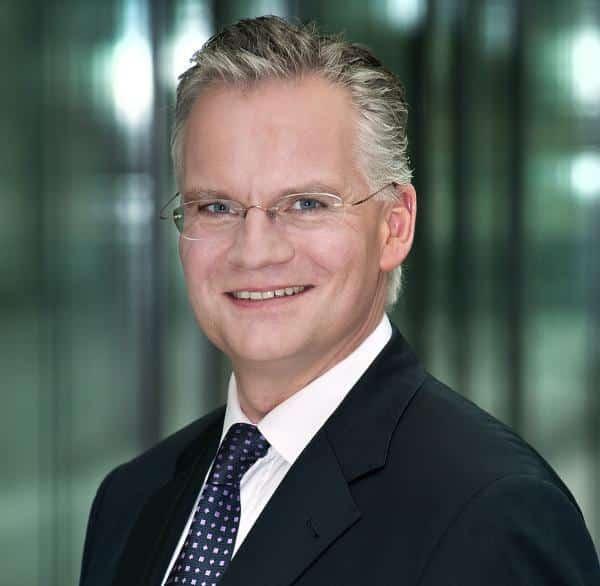 Muss sich nach diesem Semster zwischen Uni und Vorstandsposten entscheiden: Wolfgang Schäfers. Foto:IVG