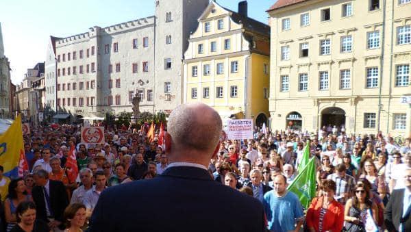 Gegendemonstration am Haidplatz: Sämtliche Parteien im Stadtrat riefen dazu auf.
