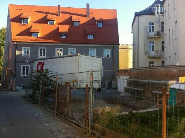 """Der hintere Bereich des Hotel Jakob. """"Eine weitere bauliche Entwicklung wird nicht für zulässig gehalten"""", hieß es von der Stadt in der Vergangenheit gegenüber Investoren."""