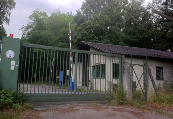 176 Hektar, 20 Gebäude, 27 Kilometer Straßen, 97 Bunker und irgendwelche Altlasten: die MUNA in Schierling. Foto: as