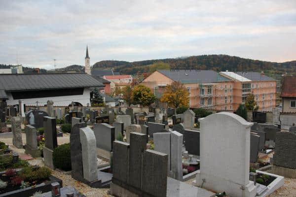 Das tödliche Freyunger Bermudadreieck: Kirche, Altenheim, Friedhof ...