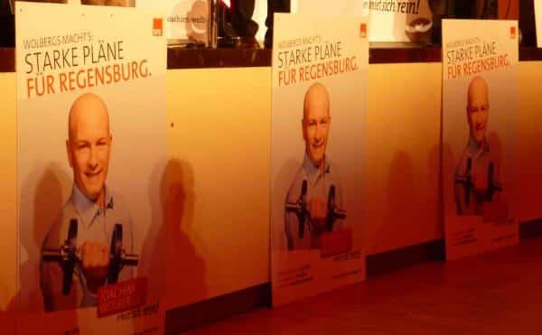 """""""Er kniet sich rein."""" """"Große Pläne für Regensburg."""" """"Wolbergs macht's."""" """"Mit voller Kraft und Leidenschaft."""" Die momentanen Schlagworte für den SPD-Wahlkampf. Foto: as"""