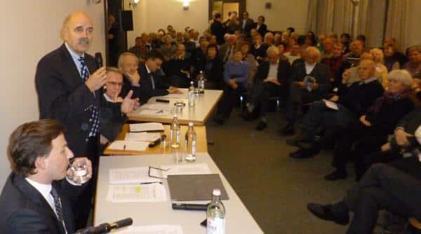 Überrascht vom brechend vollen Saal: OB Hans Schaidinger. Foto: as