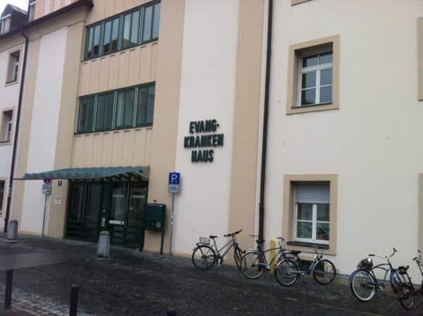 """""""An einer breiten, offenenen und seriöen Kommunikation interessiert"""": Dekan Eckhard Herrmann zur Neunutzung des Evangelischen Krankenhauses. Foto: Archiv"""