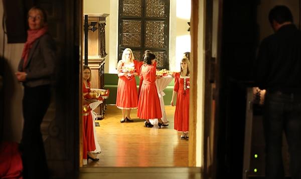In den Farben der Stadt gekleidet und bereit, zu servieren: In den Fürstlichen Nebenzimmern ließ man es sich anschließend beim Stehempfang gutgehen. Fotos: Liese
