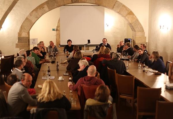 Auch an der anschließenden Diskussion beteiligten sich noch zahlreiche Zuhörer.