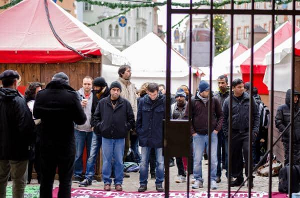 Wie schon in den letzten Wochen kamen mehrere Unterstützerinnen und Unterstützer zu den Asylverhandlungen am Verwaltungsgericht.