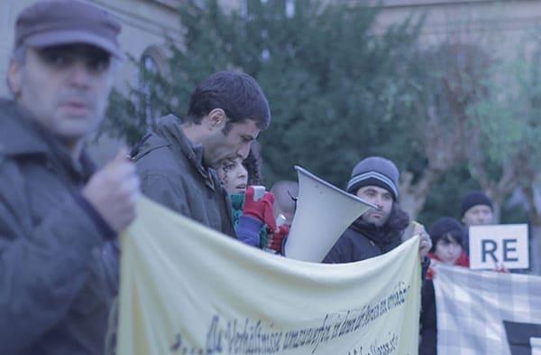 Mohammad Kalali (2. v.l.) hat gegen die Residenzpflicht verstoßen - und sieht nicht ein, dafür bestraft zu werden. Fotos: Liese