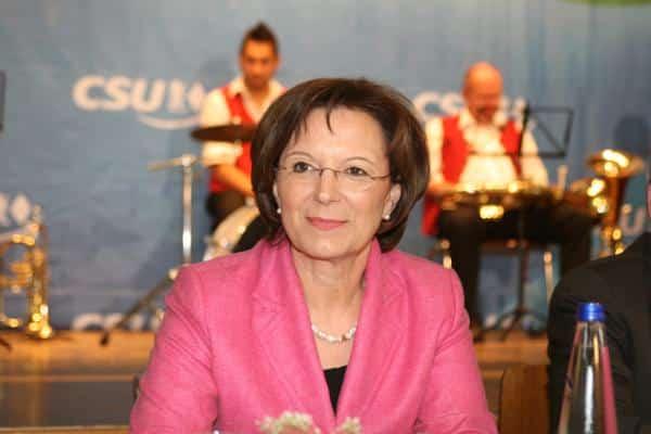 Will sich zum dem Thema bislang nicht äußern: Sozialministerin Emilia Müller. Foto: Archiv/ Staudinger