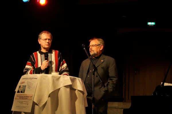 """Butterwege (hier mit dem ver.di-Bezirksvorsitzendem Manfred Hellwig):  """"Kein Politikwechsel ohne Druck von unten."""""""