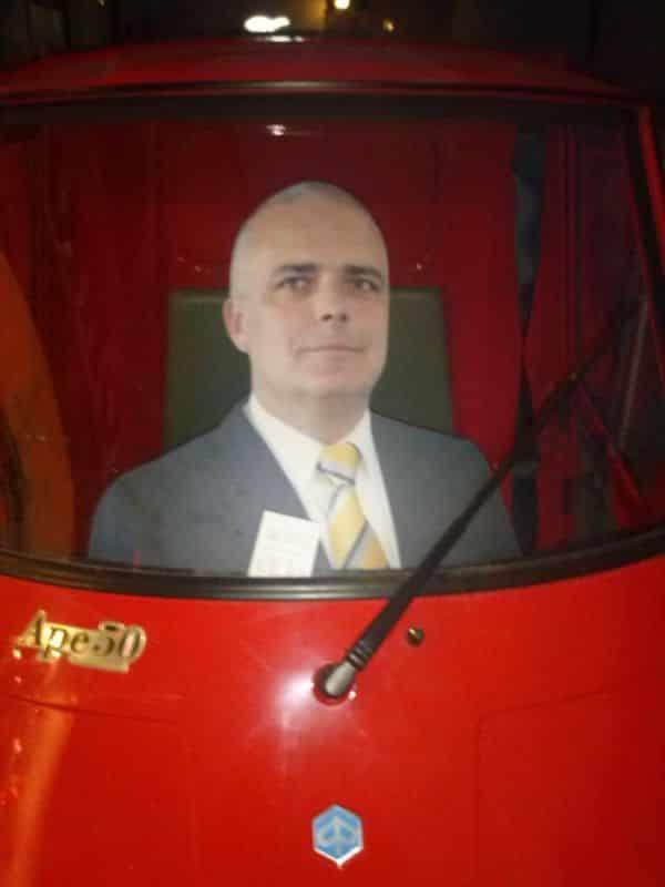 Immer ganz vorne: Michael Staabs Star-Schnitt in seinem Wahlkampf-Mobil. (Foto: hb)