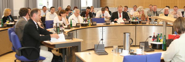 Danke Stadtrat! Fast einstimmig hat das Plenum dem neuen Mietspiegel Ende Januar seinen Segen erteilt. Foto: Archiv/ Staudinger