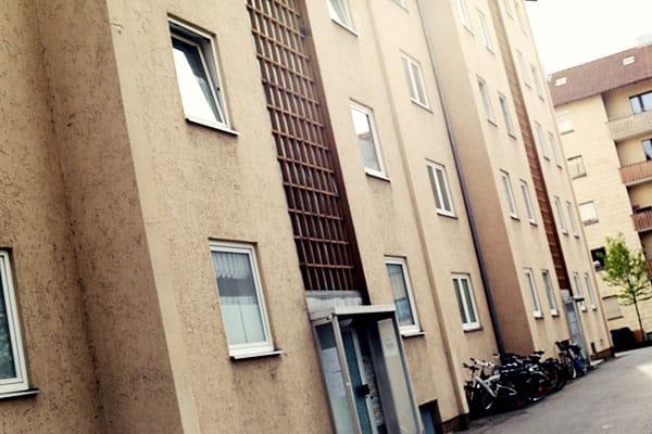 Die Polizei handelt nach eigenen Angaben in enger Absprache mit dem Hausbesitzer - dem Immobilienkonzern Gagfah.