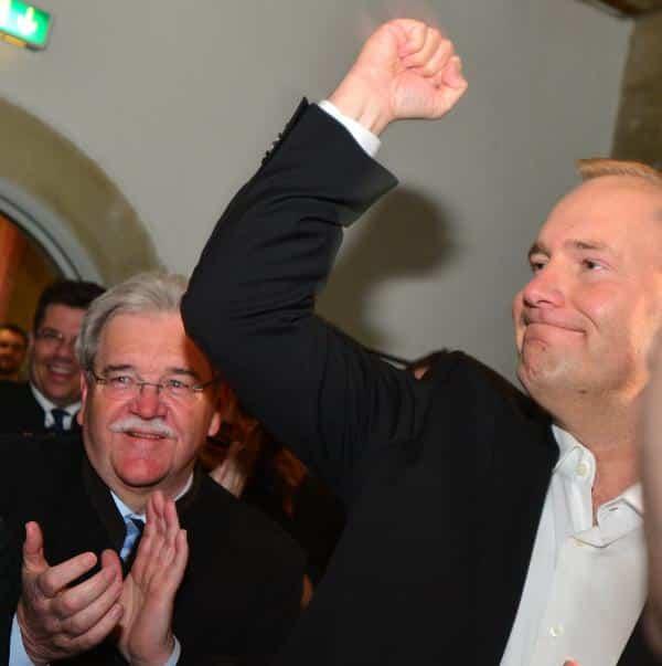 Mit Christian Schlegl (re.) kann Wolbergs, aber was ist mit Männern im Hintergrund wie Hermann Vanino? Foto: staudinger