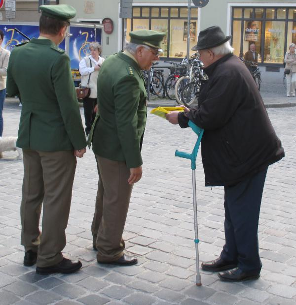 """""""Das ist eine Veranstaltung der Diözese Regensburg und Sie verlassen jetzt diesen Platz."""" Polizeiliche Zensur im Namen des Herrn (Müller)."""