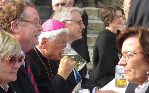 Bier, Bratwurst, Beten: Durchlaucht Gloria, Graf Lerchenfeld, Staatsministerin Müller, Walter Mixa.