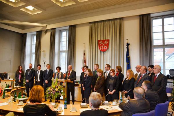 17 neue Stadträtinnen und Stadträte wurden am Donnerstag vereidigt. Foto: Witzgall