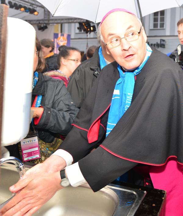 Wäscht seine Hände in Unschuld. Bischof Rudolf Voderholzer. Foto: Staudinger