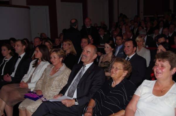 Hans Schaidinger umringt von seinen wichtigsten Frauen: Gattin Edelgard (links) und seine Mutter (rechts).