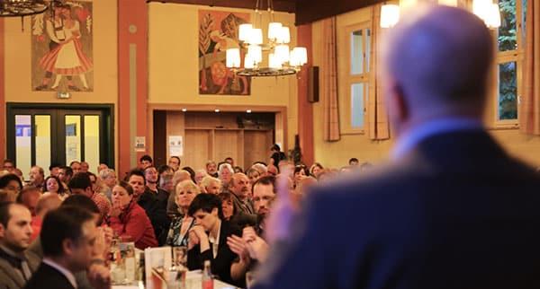 Kämpferische Rede vor vollem Saal. Joachim Wolbergs.