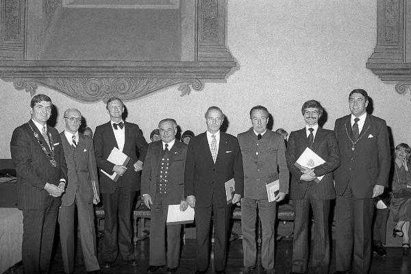 1980: Werner Chrobak erhält den zweiten Engert-Preis. Foto: Fotostelle Stadt Regensburg