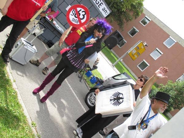 """Bei der Kundgebung vor dem Landgericht: """"§63 ist illegal."""""""