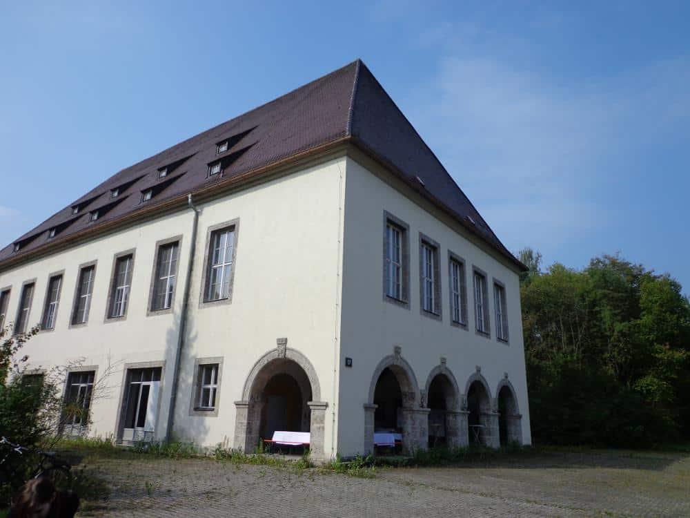 Ein Wahrzeichen der einstigen Nibelungenkaserne: das Wirtschaftsgebäude. Der Koalition gilt das Areal jetzt als Aushängeschild für die Bemühungen um bezahlbaren Wohnraum. Foto: Archiv