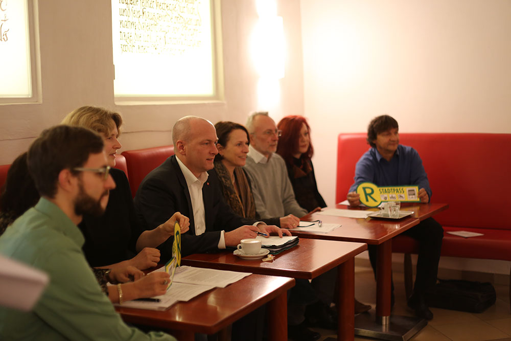 Auf einer gemeinsamen Pressekonferenz informierten die Stadt und das Armutsforum über den Stadtpass. Fotos: ld.