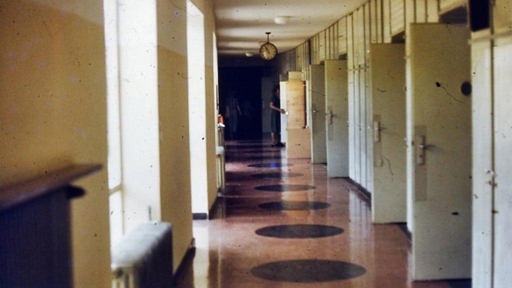 Ein Ort, an dem Kindheiten zerstört wurden, aber nicht der einzige:  die ehemalige Domspatzen-Vorschule in Ettertzhausen: Foto: SWR/ Mona Botros