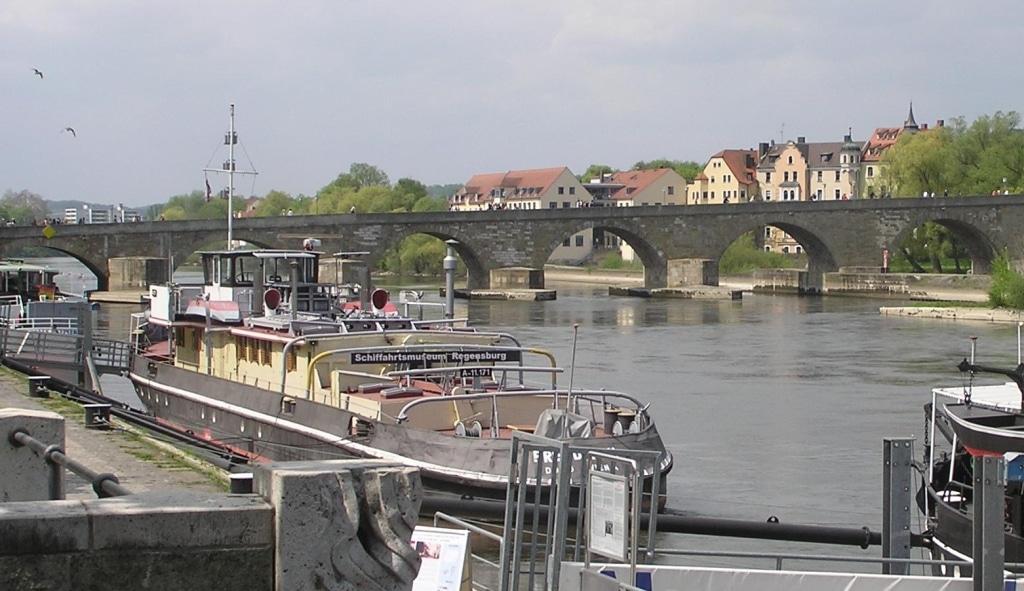 Die Freudenau wurde von dem Boot, das die beiden Frauen losgemacht hatten, leicht beschädigt. Foto: L.Kenzel / Wikimedia Commons.