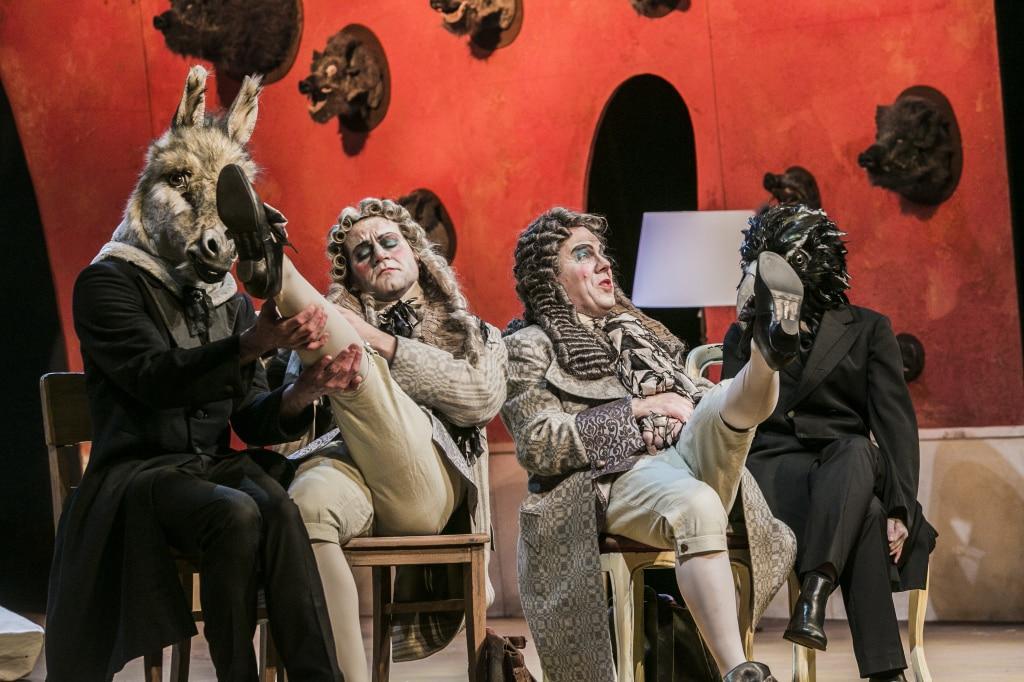 """Mal charmant verballhornend, mal quietschbunt und fantasievoll: """"Der Vogelhändler"""" am Stadttheater. Fotos: Theater Regensburg / Jochen Quast."""