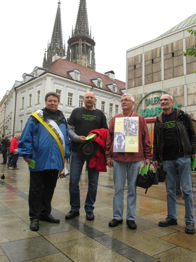 Katholikentag 2014: Missbrauchte Domspatzen demonstrieren für Gerechtigkeit und Aufklärung.