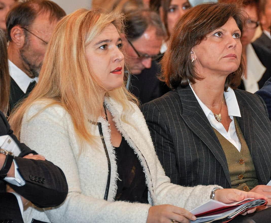 Ilse Aigner (re.) ist nach Melanie Hummel (li.) die zweitüberflüssigste Ministerin in Seehofers Kabinett. Foto: pm