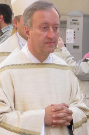 Generalvikar Fuchs will wohl auch ein Stück vom Kuchen des Lobes... Foto: Archiv/ Staudinger