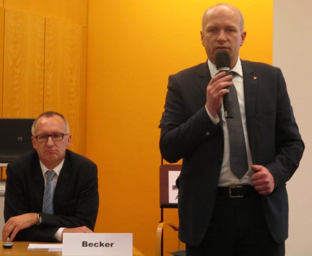 Ab Mai bekommt Stadtbau-Chef Becker (li.) klare Regeln, verspricht OB Wolbergs. Foto: Archiv