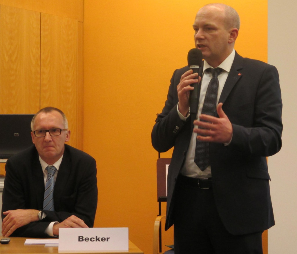 OB Wolbergs stellt sich vor Joachim Becker. Foto: Archiv
