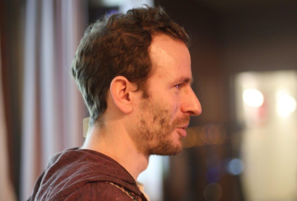 Holte bei seiner Präsentation am Montag allzu weit aus: Jakob Friedl. Foto: ld.