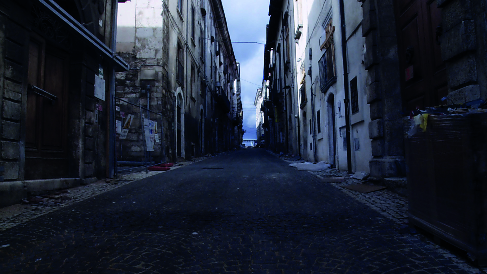 Das verlassene Zentrum von L'Aquila, das 2009 von einem Erdbeben verwüstet wurde. Bild: mediart01films.