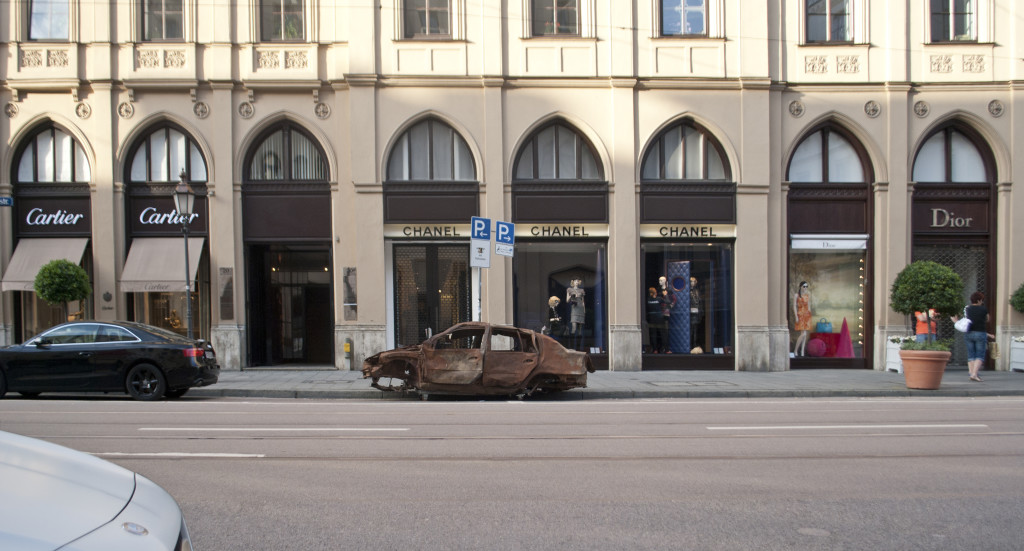 Das Wrack in der Münchner Maximilianstraße. Foto: pm