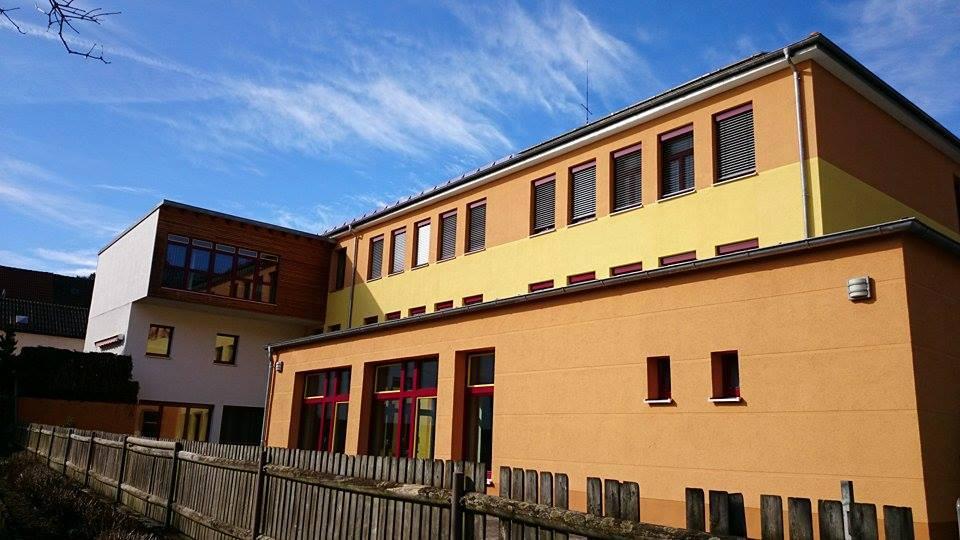 Vor kurzem kam die Zusage für das Schulgebäude in Pielenhofen. Foto: Christina Sonnauer