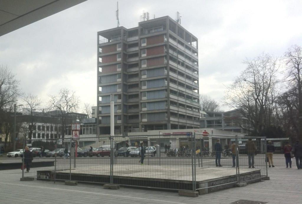 """Kein Friedl, aber auch keine Bäume - die Stadtratsdebatte um """"das wichtigste Thema regensburgs"""" wurde erneut vertagt."""