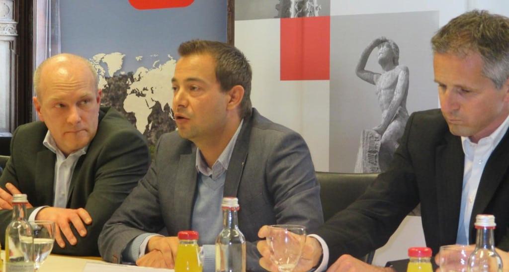 Loben die gegenseitige Zusammenarbeit: Joachim Wolbergs, Felix Walchshöfer und Zibi Szlufcik. Foto: as
