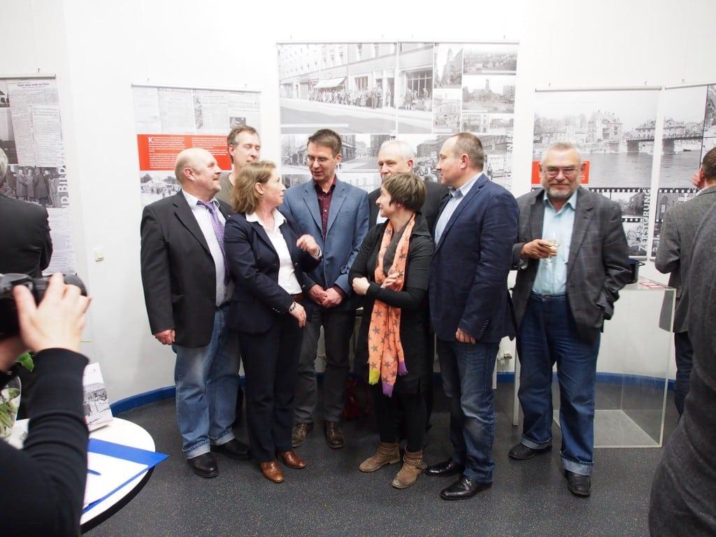 Eröffnung in heiterer Atmosphäre: Rainer Ehm, Peter Ferstl, Michaela Gebhard, Mark Spoerer, Herrmann Hage, Susanne Gatzka, Roman Smolorz (v.l.).